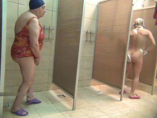 matures in shower voyeur