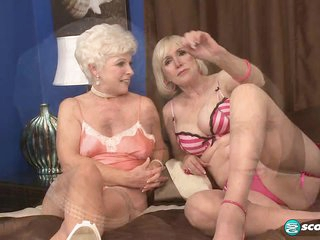 Jewel And Lola Lee: The Suck-Off - 60PlusMilfs