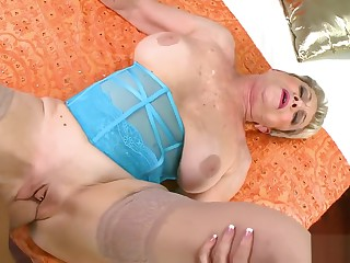 Lin Boyde perfect granny loves hot sperm in her pussy